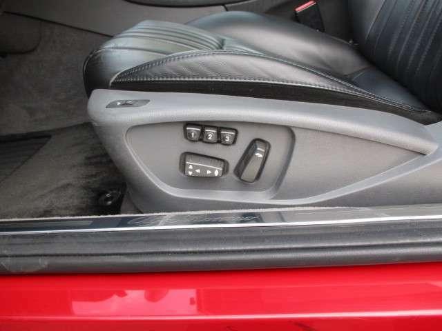 3名分のメモリー付パワーシート!シートヒーターは助手席にも付いてます。