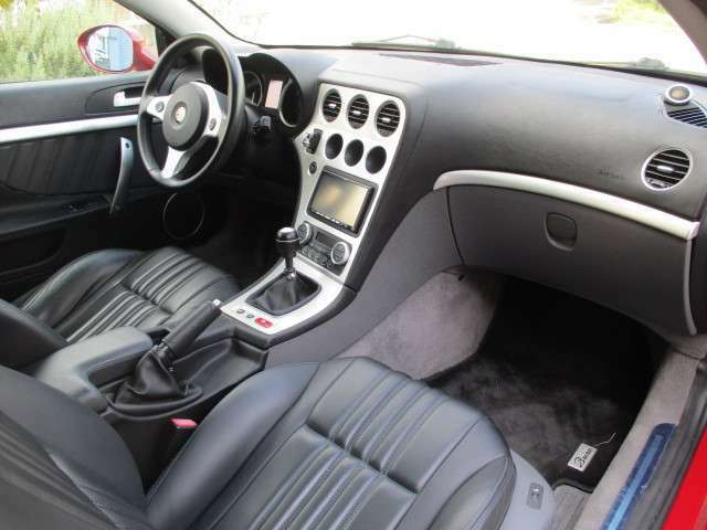 清潔な車内はカーペットや内張りもきれいで、禁煙車なので嫌な臭いもございません。