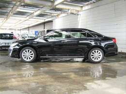 高級車の品格をキープしつつハイブリッド車ならではの先進感をもっているカムリHVです!