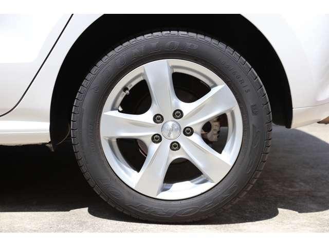 タイヤの溝もしっかりありますので、乗り出しで余計な費用が掛かるこがありません!