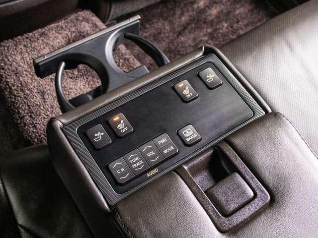 後席専用コントロールパネル搭載!シートリクライニング機能、オーディオ操作可能!
