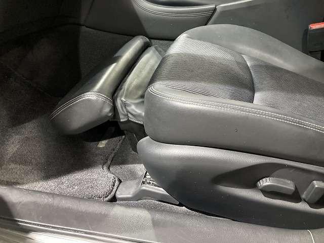 【オットマンシート】お客様のお好きな座席の位置にセットして下さい。リクライニング機能がついておりますので長距離のドライブ等でも疲れが残りにくくて楽です。