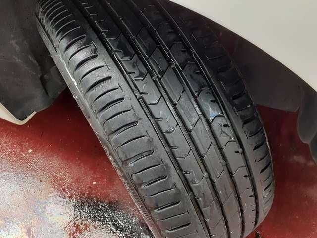 タイヤの山も十分に残っております♪納車後すぐに交換の必要もなくお財布にも優しいですね♪16インチの純正サイズのタイヤですので乗り心地も◎♪