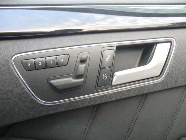 電動シート付きでシート調整も楽々です。