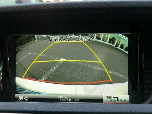 バックカメラ付きで駐車も安全です。