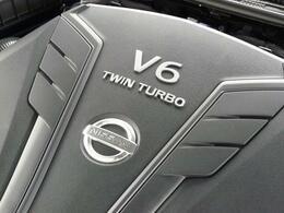 最新のエンジン技術でアクセルへの俊敏なレスポンスと300馬力のあふれるパワーを実現したV6ツインターボ。3.0Lのゆとりの排気量と最新のターボ技術がドライバーを愉悦の境地へ駆り立てていく