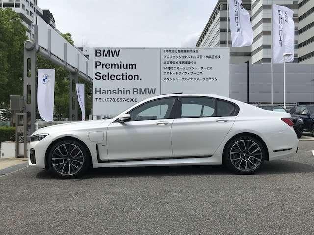 【拘りのFR】BMWが多く採用するFR車。ダイレクトでスポーティな加速感・シャープなハンドリングを実現。縦置きエンジンレイアウトにより、フラットで上質な乗り味です。