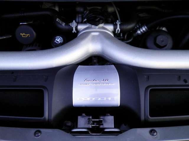 エンジンは水冷フラットシックス3.8Lツインターボ500PS(カタログ値)です。走行距離は僅か9000キロメートルです。お問い合わせは全国フリーダイヤル0066-9711-094846までお気軽にお問い合わせくださいませ。