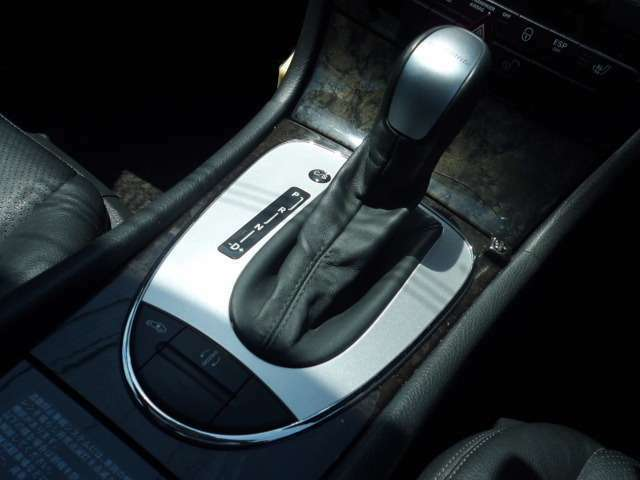 E500の特性の一つ!!乗り心地良好なエアサスタイプ!!車高の高さやサスの硬さなど調整が可能です!!