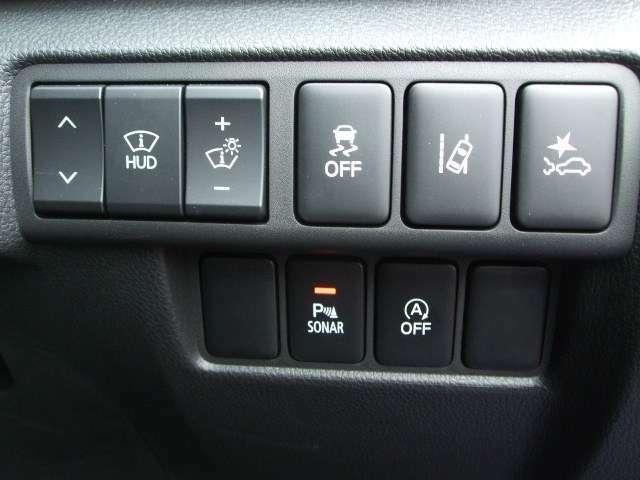 衝突被害軽減ブレーキや誤発進抑制機能(前後)の安全装備も付いています。
