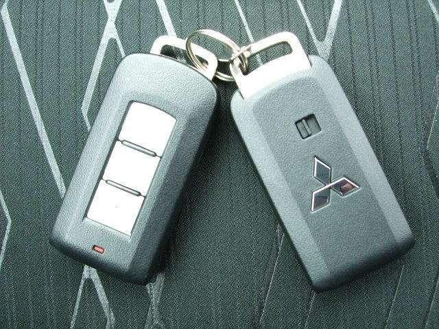 キーレスオペレーションキーは2個装備。