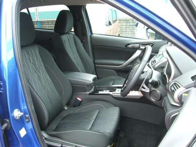 ドライバーが車を操る場所としてのコックピット感を演出。