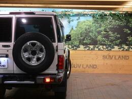 背面タイヤ&リアフォグランプ!緊急時にも視界が悪いときも安心です。