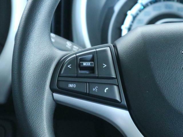 ステアリモコンスイッチ:ハンドル装備されいるリモコンで運転中にナビゲーションのチャンネルや曲を変えることが出来ます。運転しながらの危険なナビ操作がなくなりますので安心です。