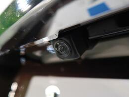 CMで話題の【全周囲カメラ】!空の上から見下ろすような視点で駐車が可能☆前後左右の状況を把握でき、安心して駐車が可能です!是非ナビ装備を!