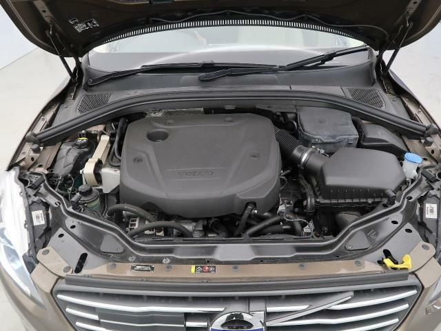 D4エンジン『2.0L直噴ディーゼルターボを搭載!燃費性能を大幅に向上させながら力強いトルクによりドライバーを虜にさせます。当店では試乗車もご用意していますので、ぜひ一度ご体感くださいませ。』