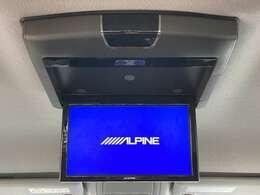 ◆アルパイン10.2インチフリップダウンモニター(TMX-RM3005)【天井にはフリップダウンモニターも装備されております。ロングドライブでも快適にお過ごしいただけます。】