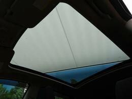【ガラスルーフ】開放感たっぷりのガラスのルーフ!オプションのため、中古車としては大変珍しいです!小さなお子様も大喜びすること間違い無しです!!