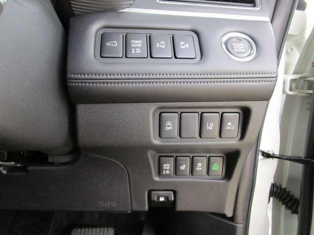運転席に座ったまま後席のスライドドアを開閉できます。電動リヤゲート・ステアリングヒーター壮美。
