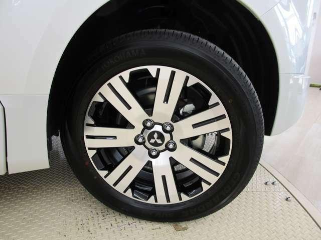 三菱純正アルミホイール装着!タイヤサイズは、225/55R18です。