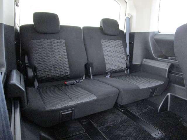 サードシートも大人がゆったりとお座り頂けます。