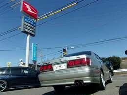 【車でお越しの場合】国道23号線の有松インターで下車して南に向かい2つ目の信号をこえて、すぐ右側にございます。カーセンサーの旗とダイハツのカンバンが目印です!(