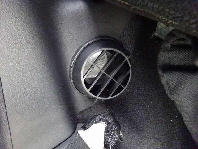 FFヒーターの「吹き出し口」になります☆ 真冬でも寒さ知らず☆ 快適な車中泊をお約束いたしますzzz