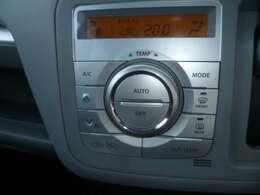 エアコンはオートエアコンで大きなダイヤルで操作性もよくしています。