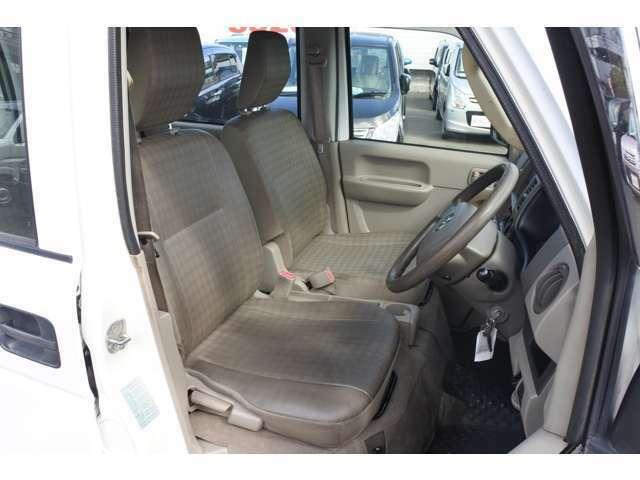 フロントシートです!お乗りになられた時のお姿を想像して下さい♪♪お電話での問い合わせは0066-9711-135728(無料)です♪お気軽にどうぞ♪♪