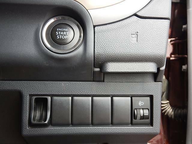 【運転席側インパネ】鍵の抜き差しが要らない便利なプッシュスタート♪コインホルダーとヘッドライトの高さを調節するライトレベライザーです♪
