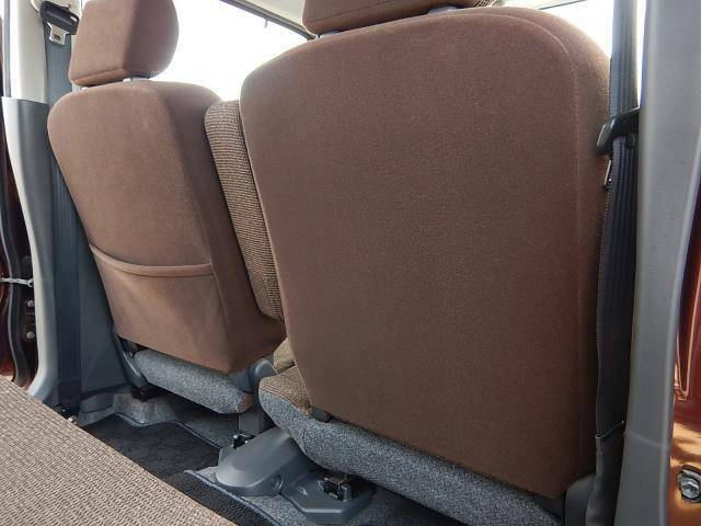【運転席・助手席背面】助手席側にシートバックポケットが付いています♪