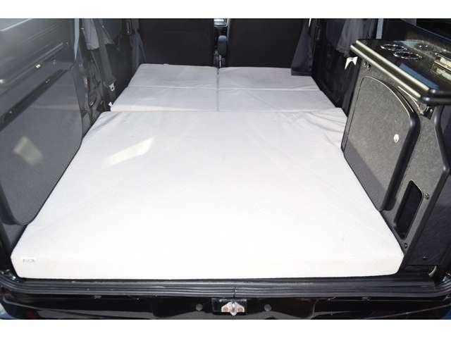 ベッド寸法は180CM×117CMとなっております!