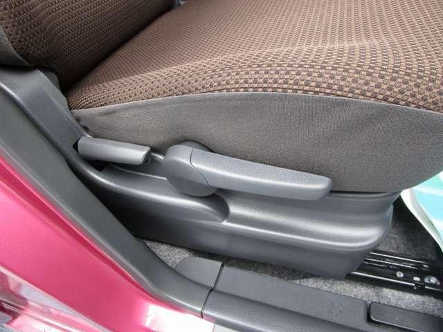 ☆運転席はシートの高さが調整できる「シートリフター」が装備されています。乗る人に合わせて調整できるのでうれしいですね☆