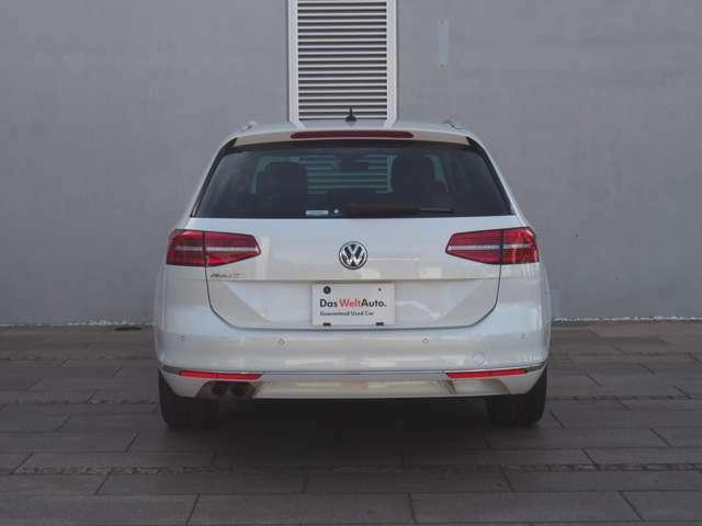 ■LEDを使用したテールランプは、視認性が高く、デザインのアクセントにもなっています。VWの高いライティング技術とハイセンスなデザインをお楽しみ頂けます。