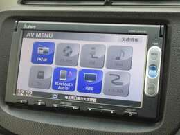 ナビゲーションはホンダ純正メモリーナビ(VXM-145VSi)が装着されております。AM、FM、CD、DVD再生、ワンセグTV、Bluetoothがご使用いただけます。初めて訪れた場所でも道に迷わず安心ですね!