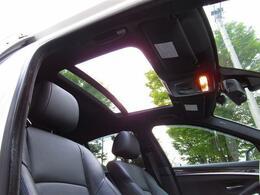 後期型・黒革シート・SR・インテリS・オプション19AW・Mパフォサイドスカート・社外Fリップ・社外リアスポ・NEWiDriveナビ・Bカメラ・BT・パドルシフト・ヒーター付Pシート・フットトランク
