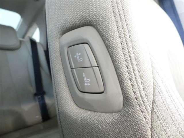 助手席肩口パワーシートスイッチでシート操作が手軽にできます。