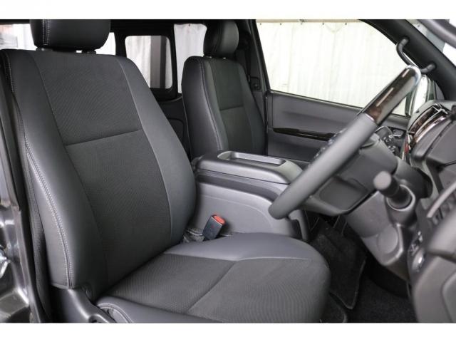 特別仕様のダークプライムIIですのでシートはハーフレザーシート!上品な質感です。