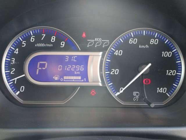 メーターには燃費などの走行情報が表示可能!
