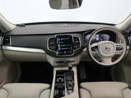 香里園にクリスタルホワイトパールのXC90T5モメンタムが入荷!!非常に綺麗な内外装で他人数乗りのアウトドアレジャーはもちろんの事、スーツ着て乗っても様になる車はなかなかないですよ!!是非ご覧下さい!
