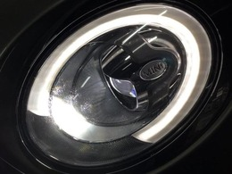 デイライトリング付きのLEDヘッドライト。