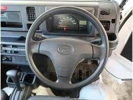 ハイゼットトラックのボディサイズは全長3395mm、全幅1475mm、全高1780mmとなっております。