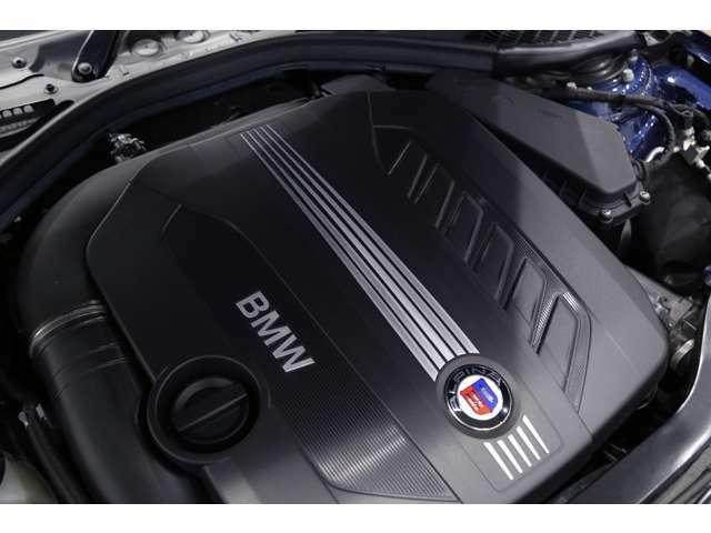 【エンジンスペック】 直列6気筒 2992cc ディーゼル ターボ 350馬力(カタログ値)
