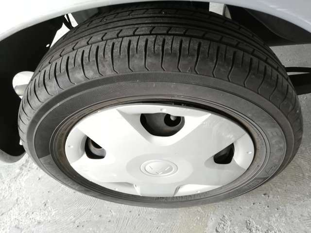 タイヤの溝をご確認ください。