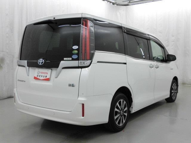 車内の3列シートは本当に魅力的です。行動範囲も広がって車内の会話も弾みますよ!
