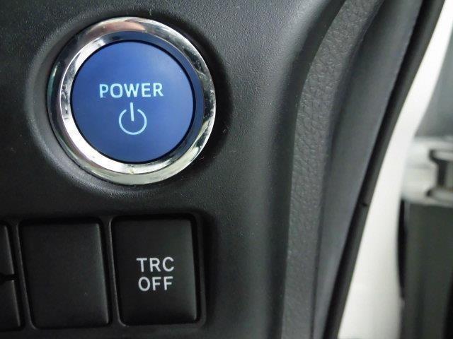 エンジンの始動もブレーキを踏みながらエンジンスタートスイッチを押すだけ!キーをバッグから出す必要がありません。