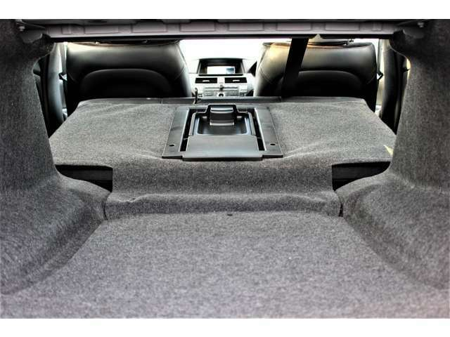 トランクと室内をつなげて長いお荷物もラクラク積めますよ。