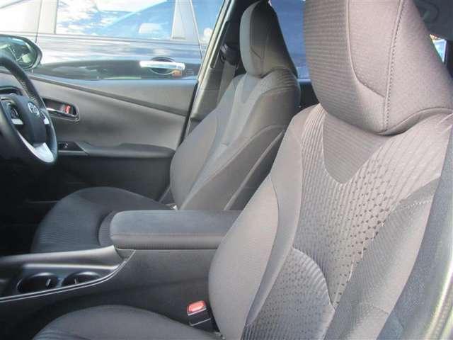 広々とした運転席回りになっております。運転しやすいですよ♪