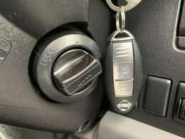 【スマートキー】☆鍵を挿さずにポケットに入れたまま鍵の開閉、エンジンの始動まで行えます。