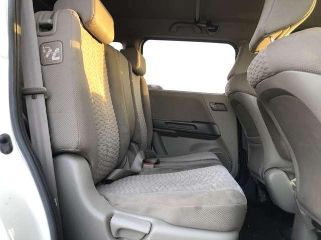 後部座席も広々としておりゆったり座ることができます!